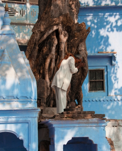 Man in white at a temple in Varanassi